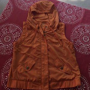 Super cute hooded vest 💕😊